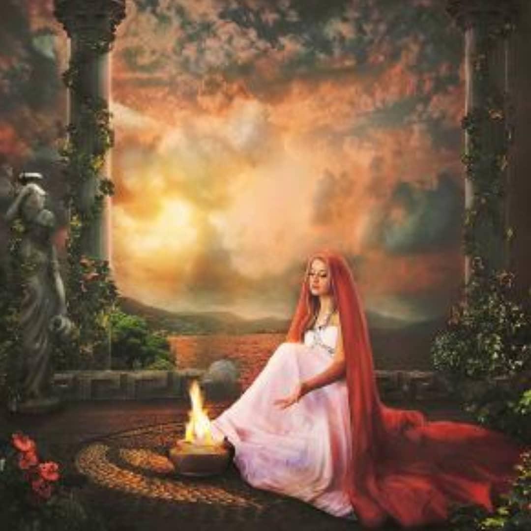 La Dea Estia era la Dea del Focolare – Spirituale e meditativa, rivolta verso la sua interiorità